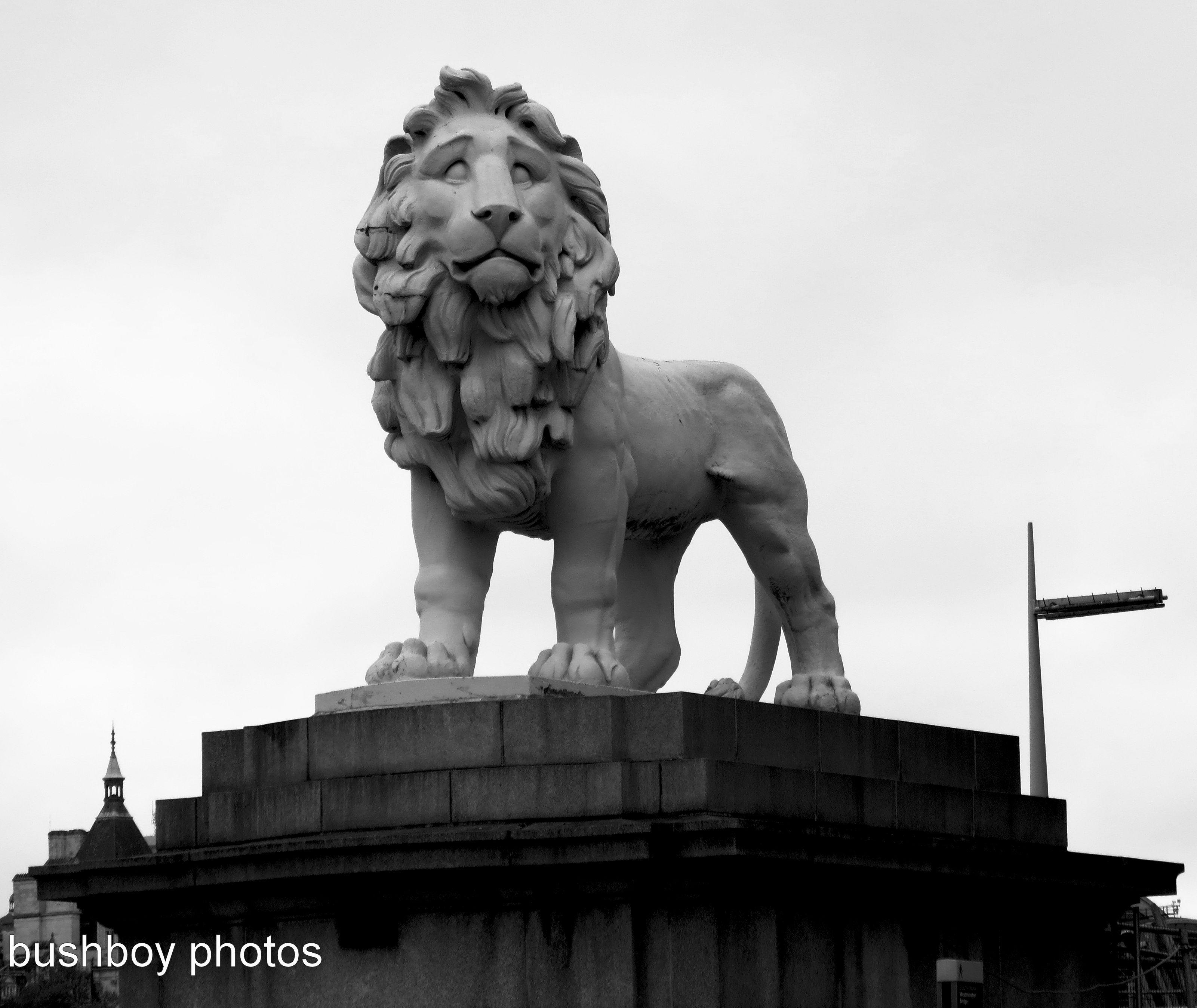 170408_bandw letters_l_lion