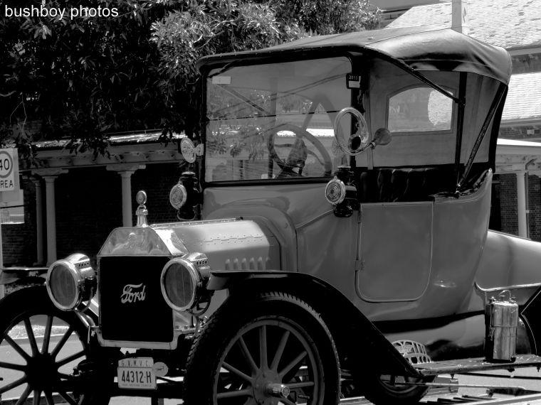 170409_bandw_tracesofthepast_old car