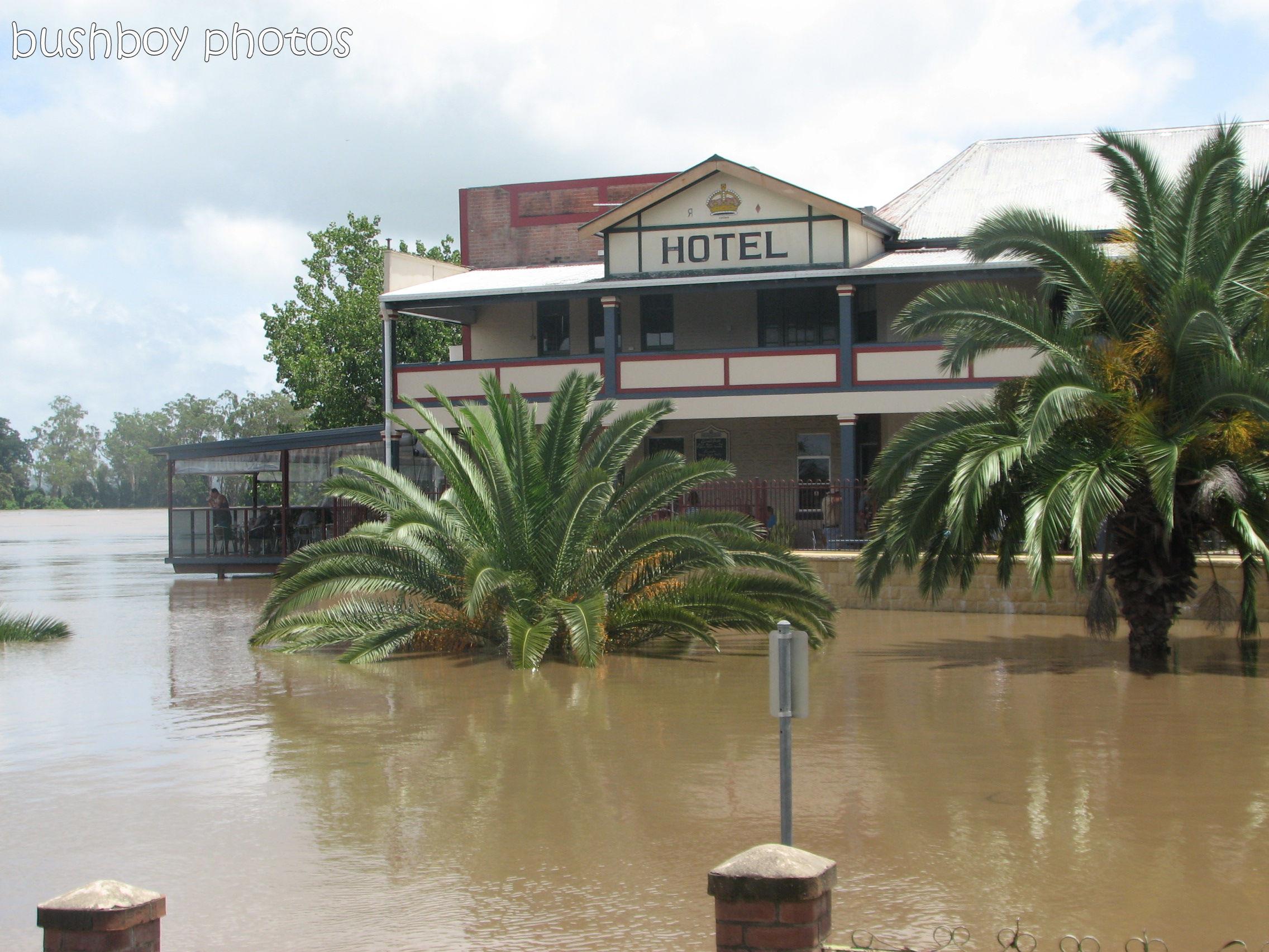 170426_water_grafton flood_crown hotel