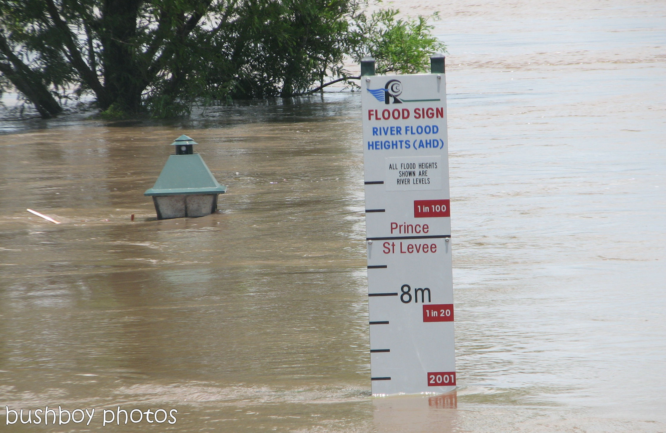 170426_water_grafton flood_sign