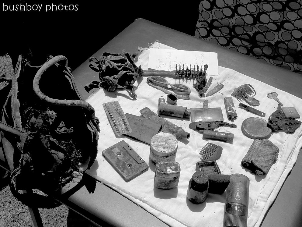 170822_blog challenge_traces of the past_handbag contents
