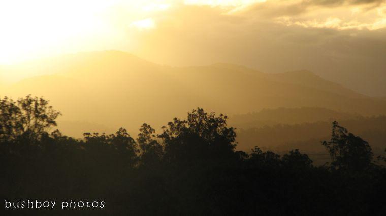180228_hills_yellow_sun