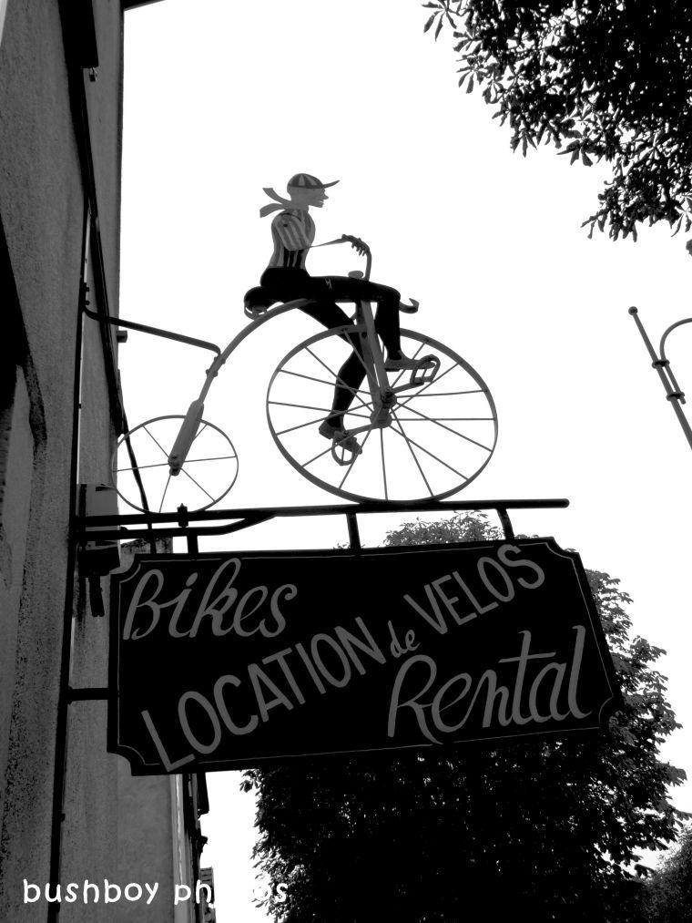 180406_blog challenge_blackandwhite_cars_trucks_motorcycles_cycle shop_beaune