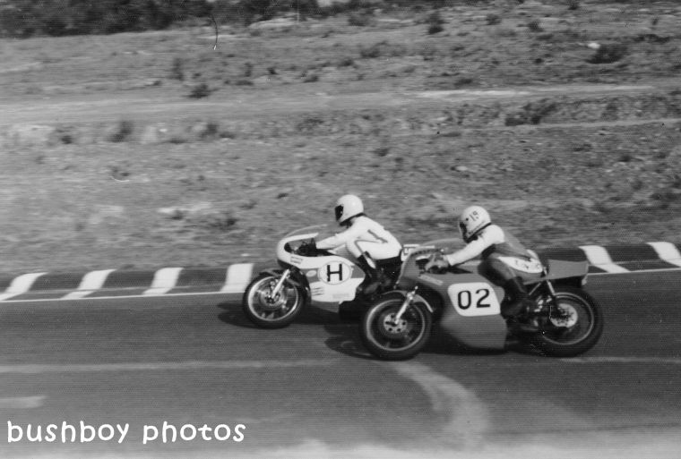 180406_motorbike racing_blackand white_crop1