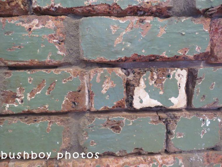 180510_odd balls_bricks