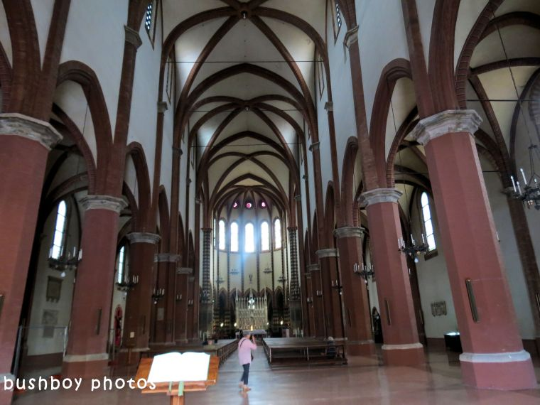 180614_blog challenge_columns_vertical lines_church_bologna