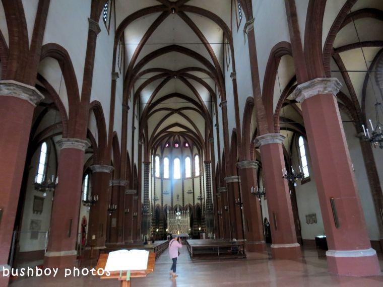 180614_blog challenge_columns_vertical lines_church_bologna