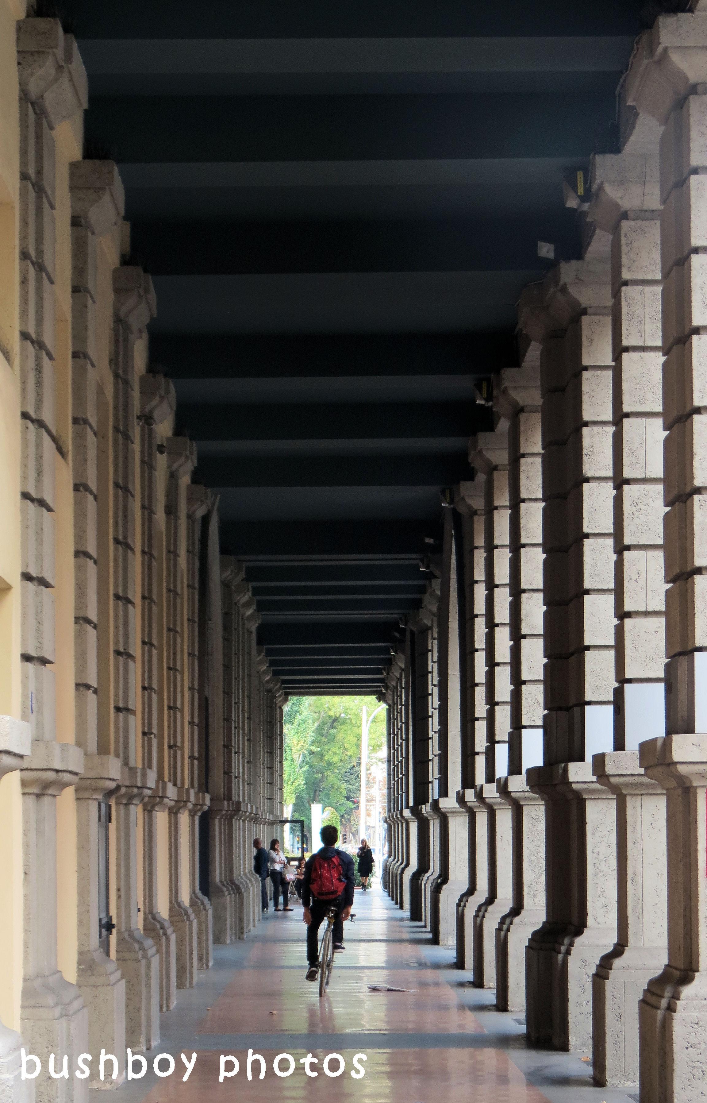 180614_blog challenge_columns_vertical lines_collonade_bologna
