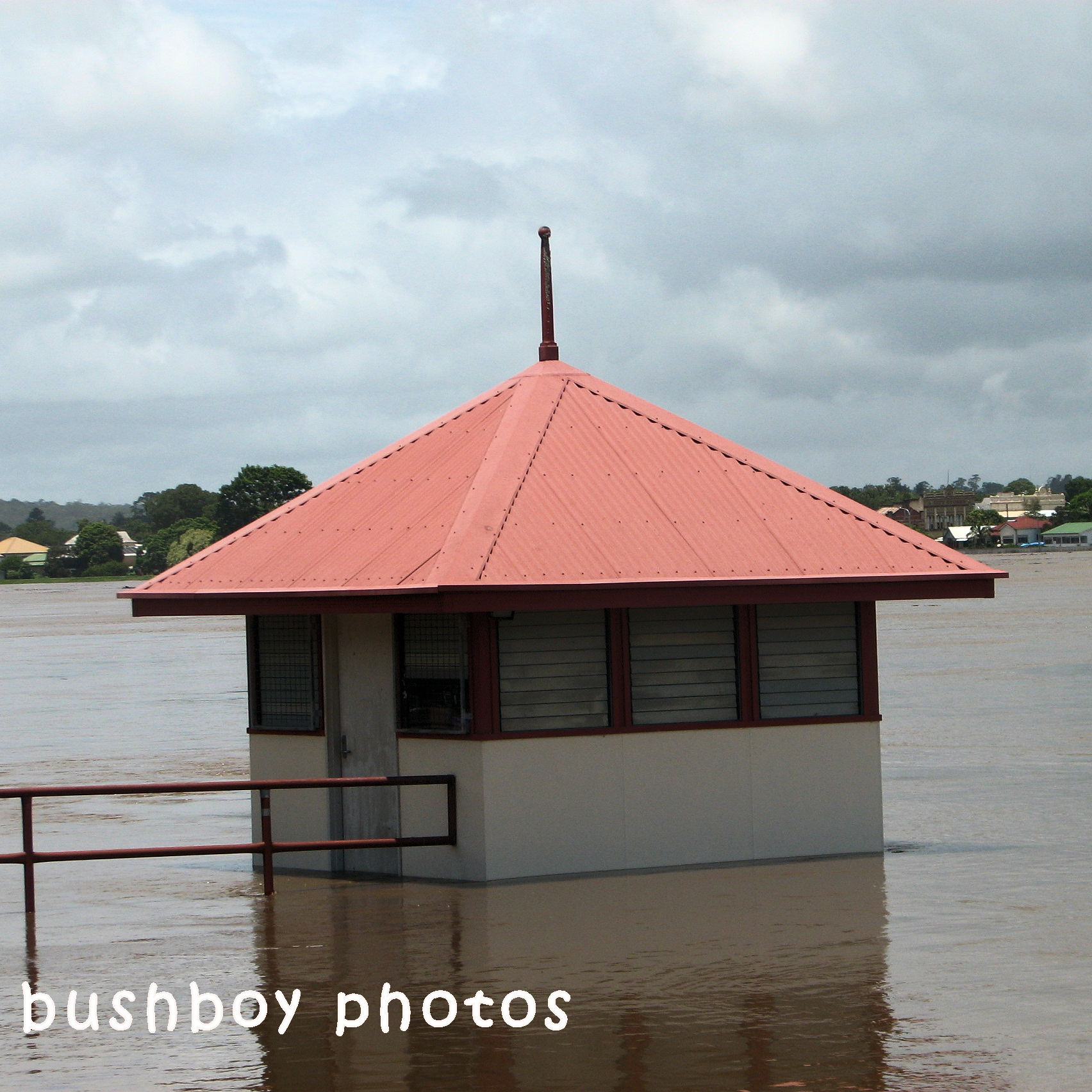 180628_square rooves_rowing shed_grafton_flood