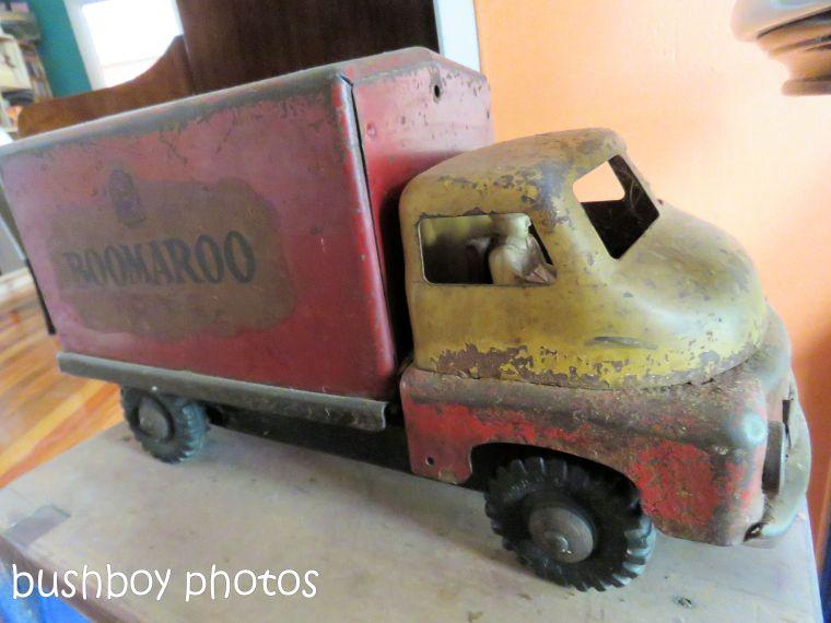 180816_blog challenge_toys_tin truck