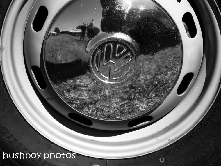 180817_blog challenge_blackandwhite_mirors_reflection_hub cap_volkswagon