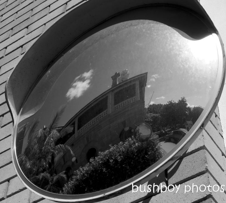 180817_blog challenge_blackandwhite_mirors_reflection_mirror_grafton