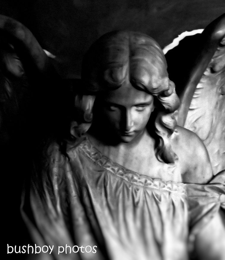 181011_blog challenge_haunting_old_angel_blackandwhite