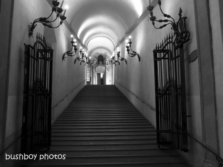 181020_blog challenge_b&w_step_stairs_bologna