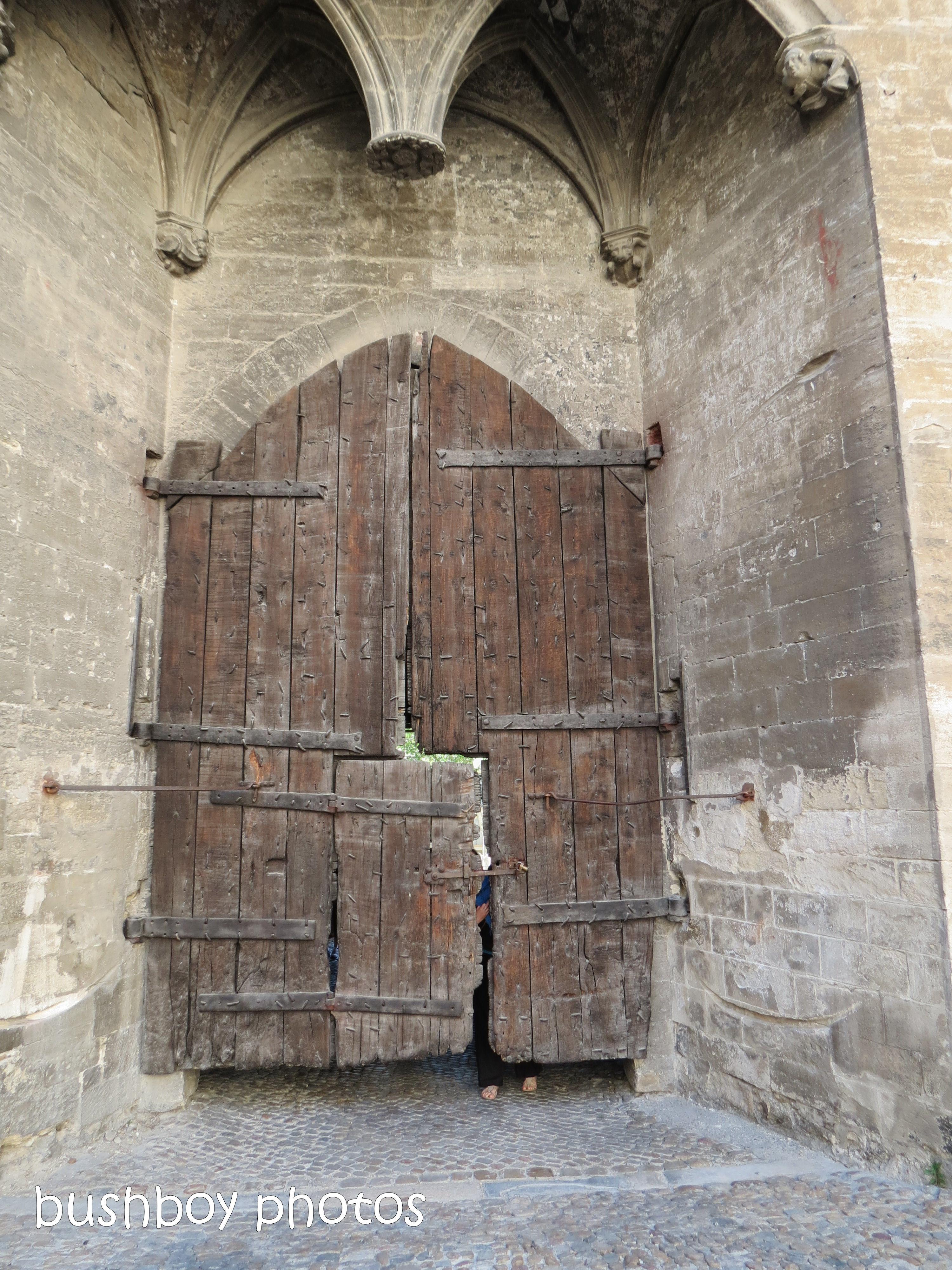 181020_blog challenge_door_avignon
