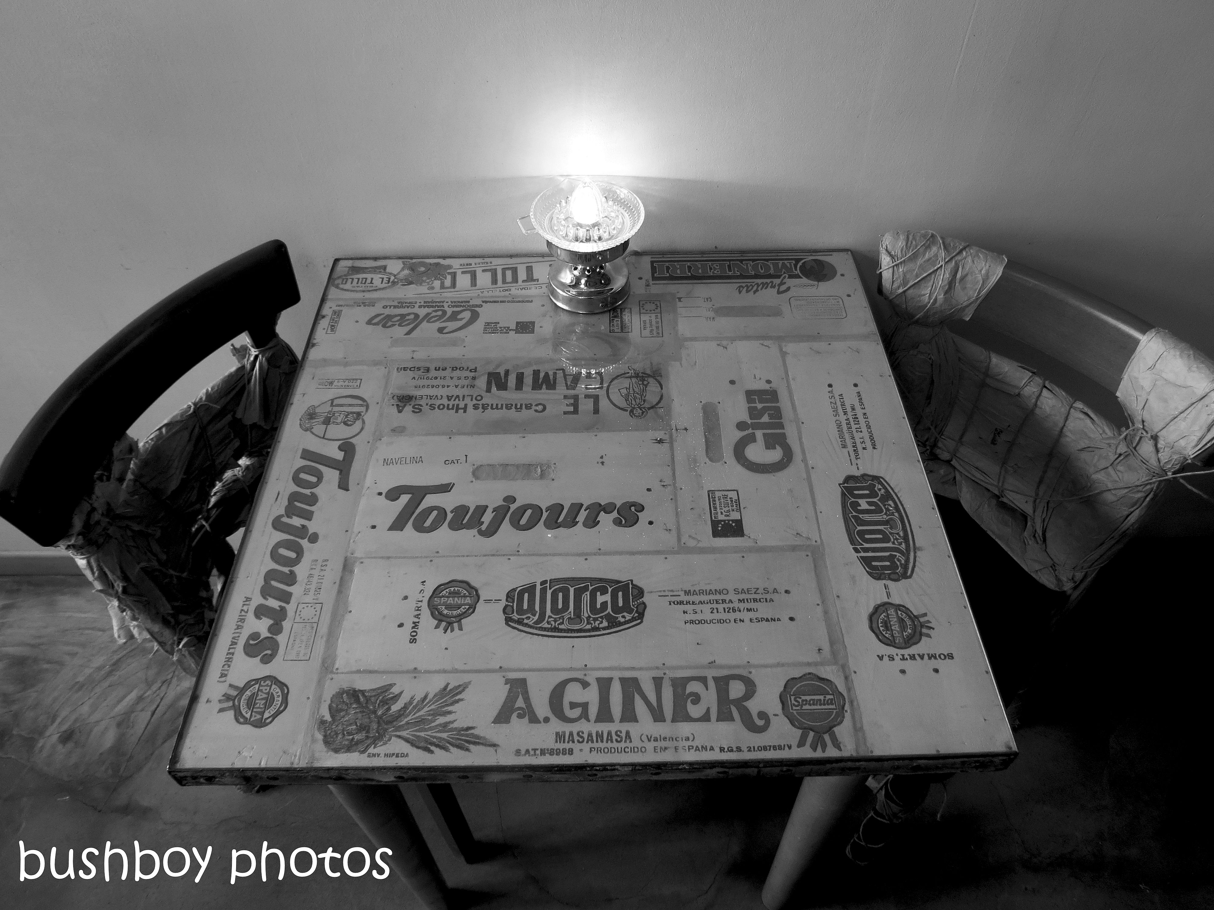 181102_blog challenge_blackandwhite_tables_chairs_table_avignon