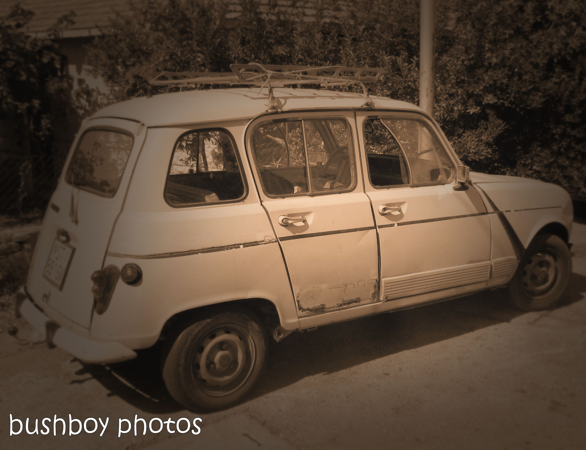 181106_blog challenge_sepia_brac_croatia_car