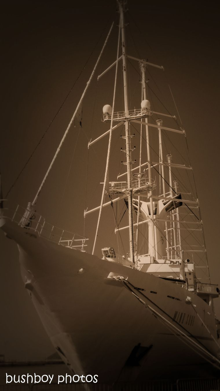181106_blog challenge_sepia_brac_croatia_ship
