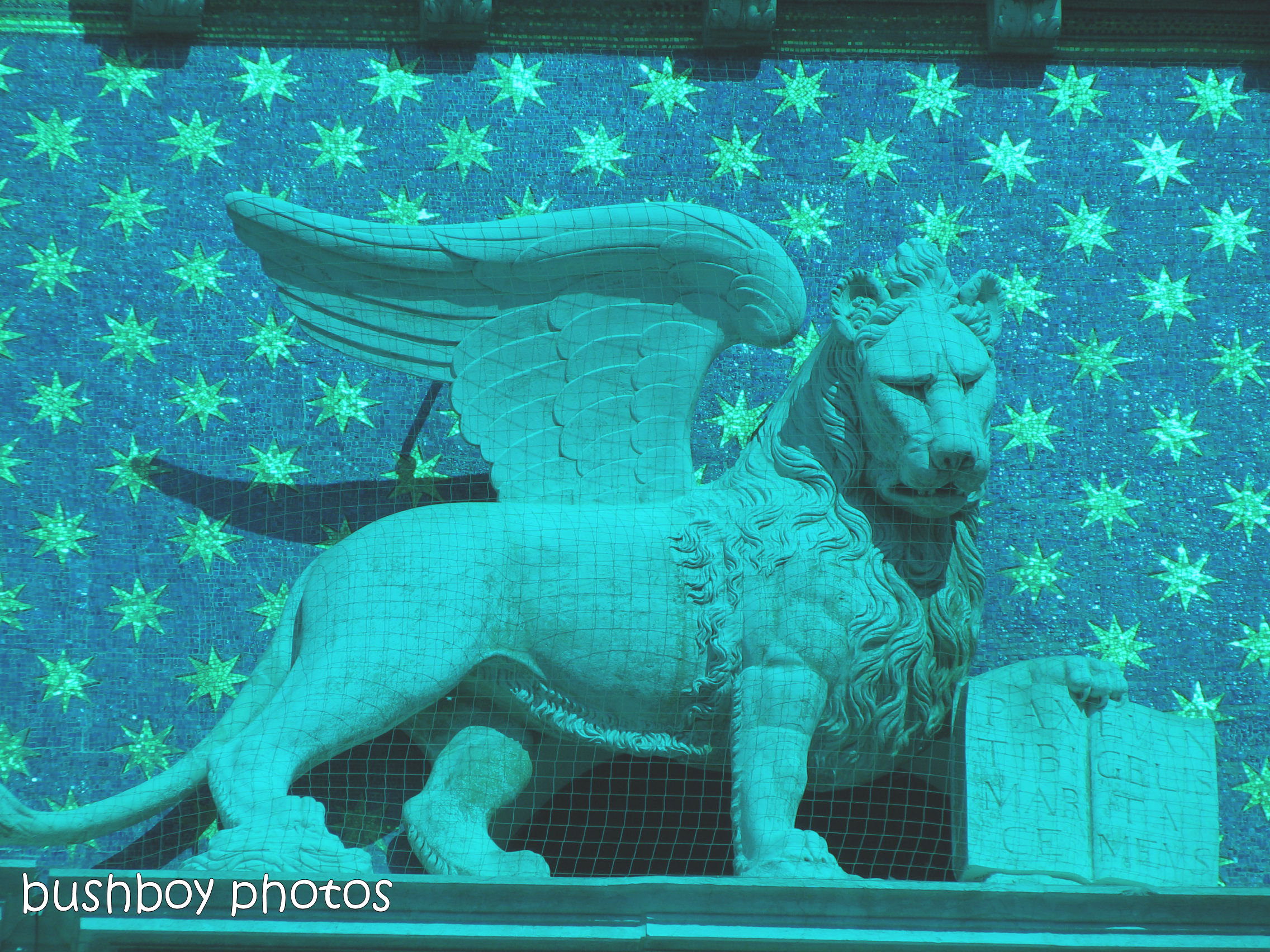 181218_blog challenge_cyan_statue_lion