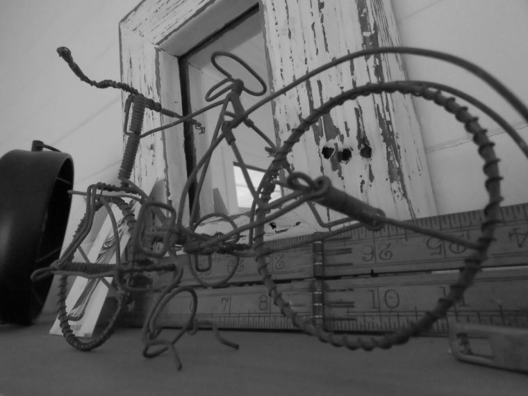 181227_blog challenge_blackandwhite_bikes_etc_bicycle_wire_african