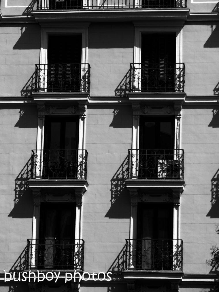 190104_blog_challenge_blackandwhite_geometric_shapes_madrid_windows