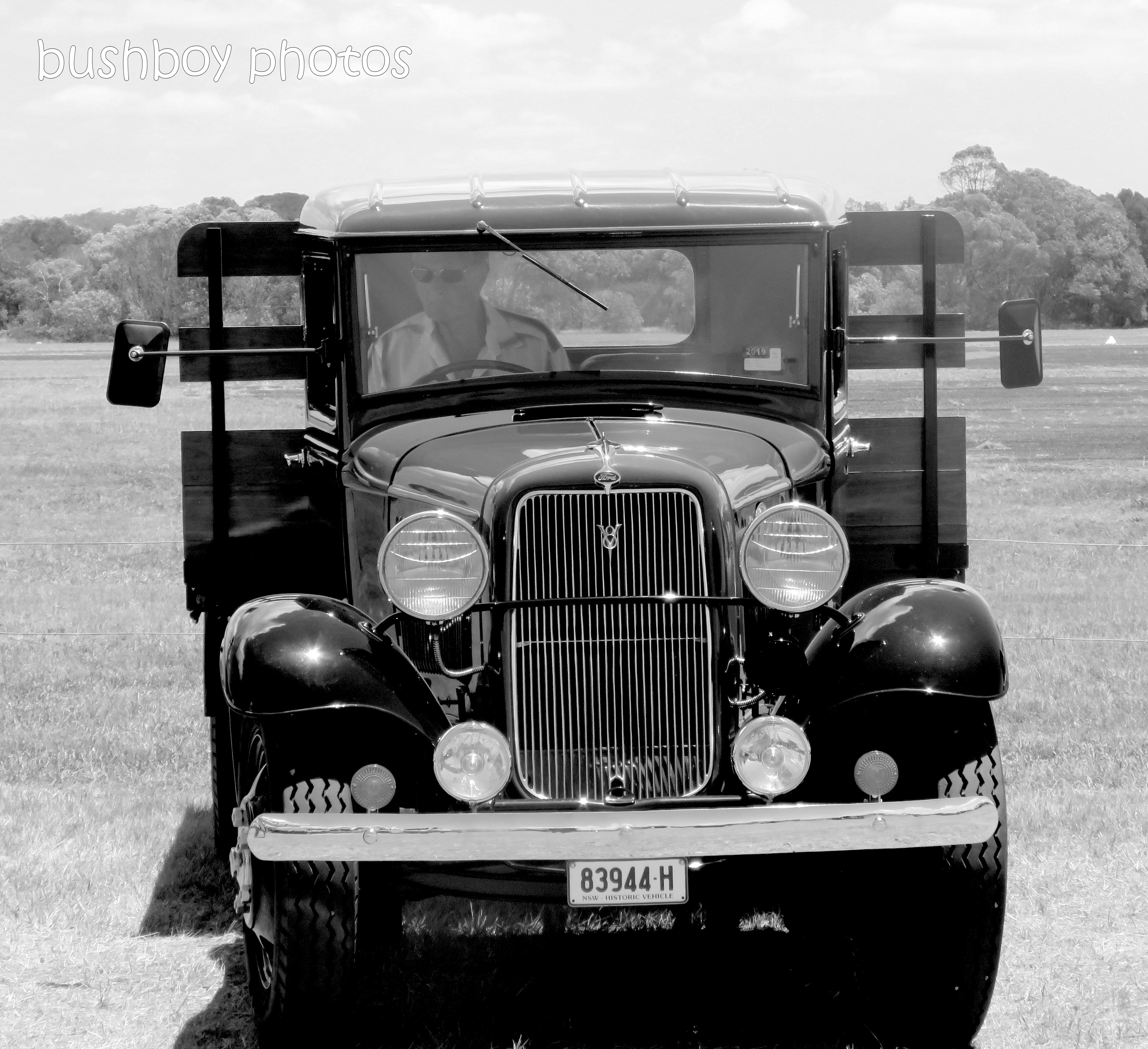 190215_blog_challenge_blackandwhite_made_by_humans_car2