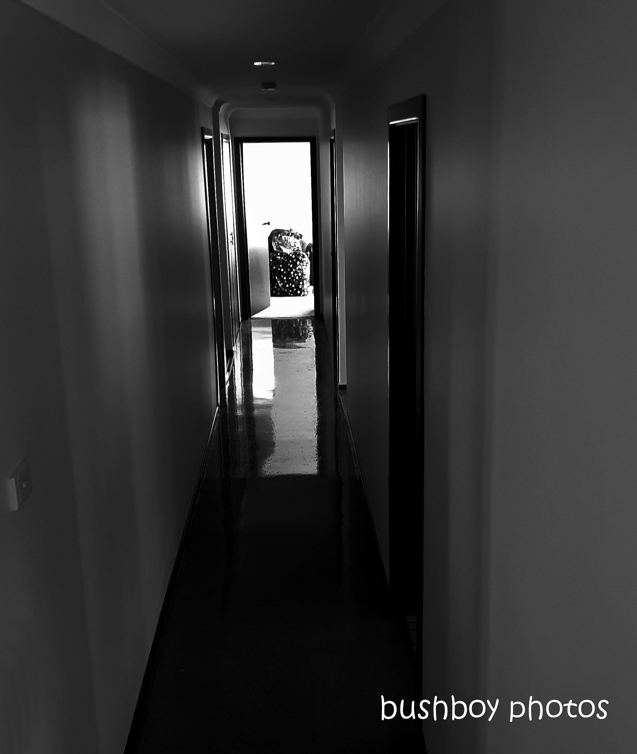 191018_blog_challenge_blackandwhite_hallway_caniaba
