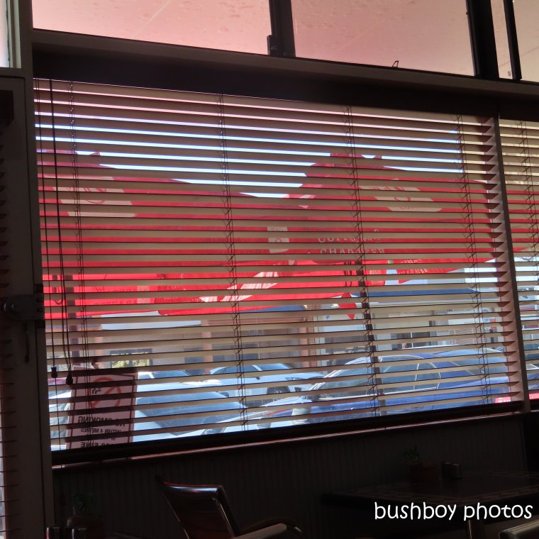 191031_blog_challenge_square_line_unused_street_cafe_blinds1