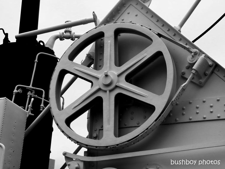 20200207_blog_challenge_blackandwhite_shapes_wheel_rivets_industry