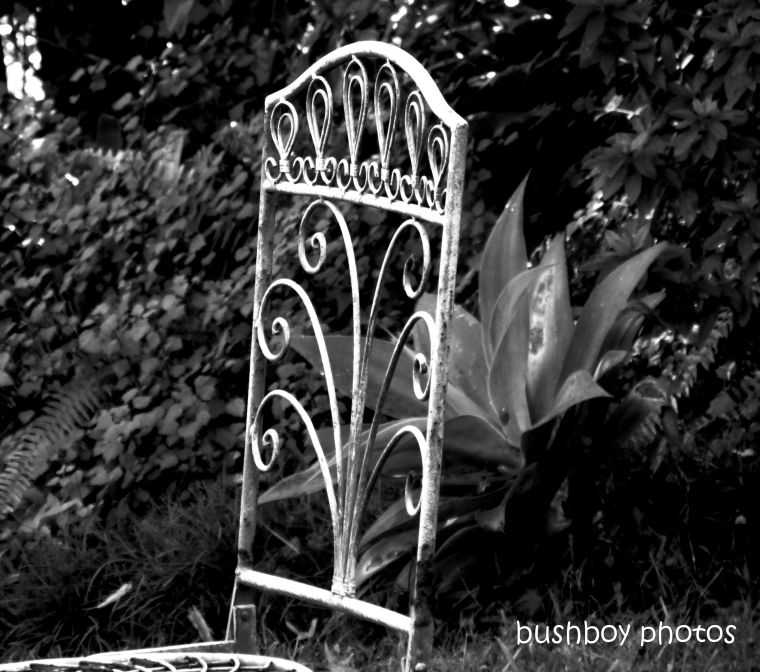 20200219_blog challenge_monochrome_chair_garden