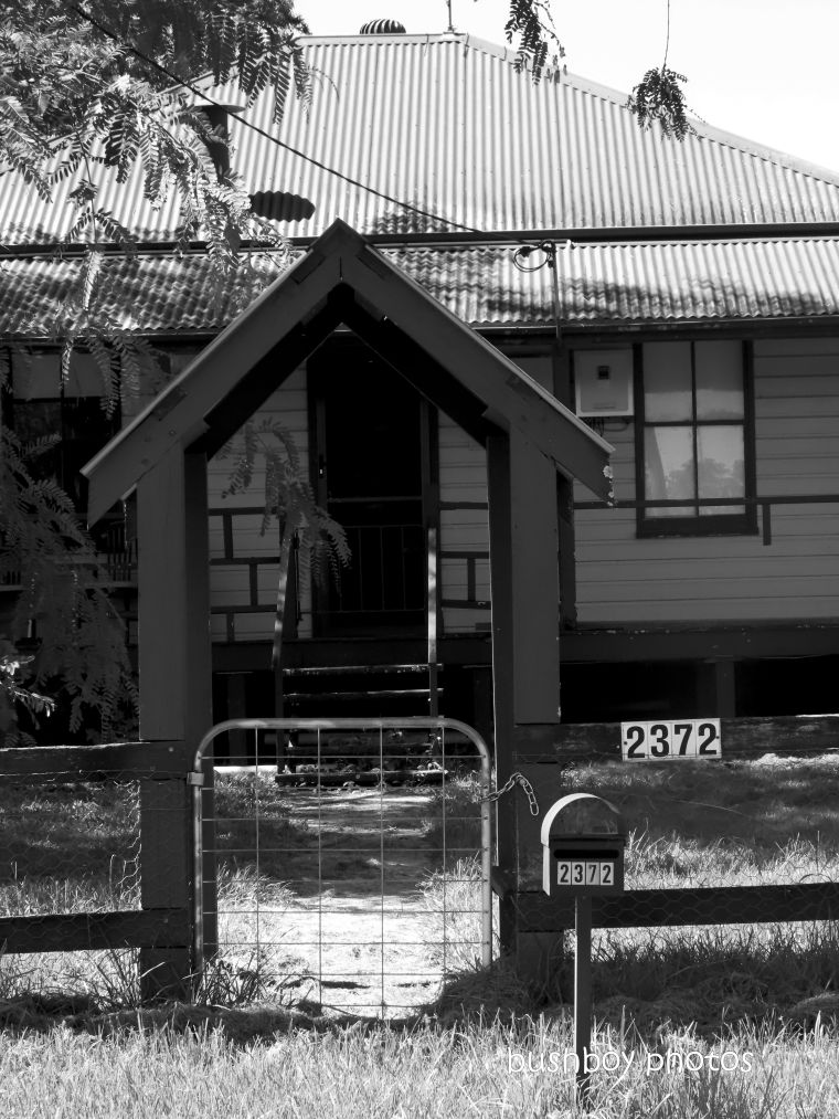 20200320_blog_challenge_blackandwhite_fences_gates_copmanhurst_house1