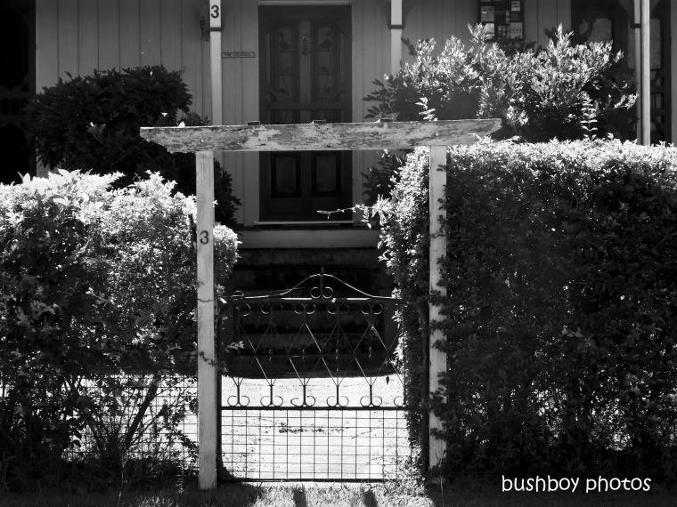 20200320_blog_challenge_blackandwhite_fences_gates_copmanhurst_house2