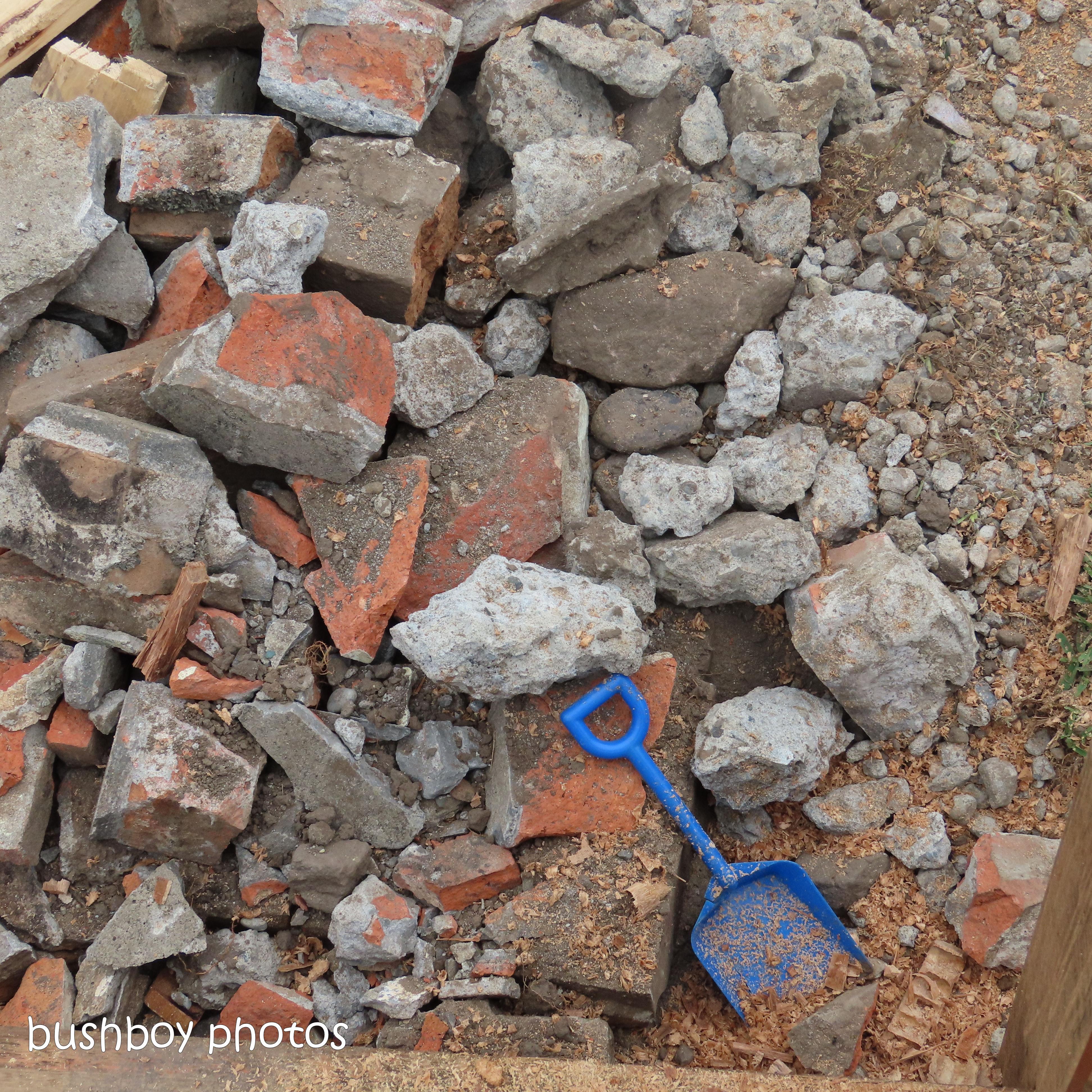20200326_6_blog challenge_diary_bricks_shovel_toy_grafton